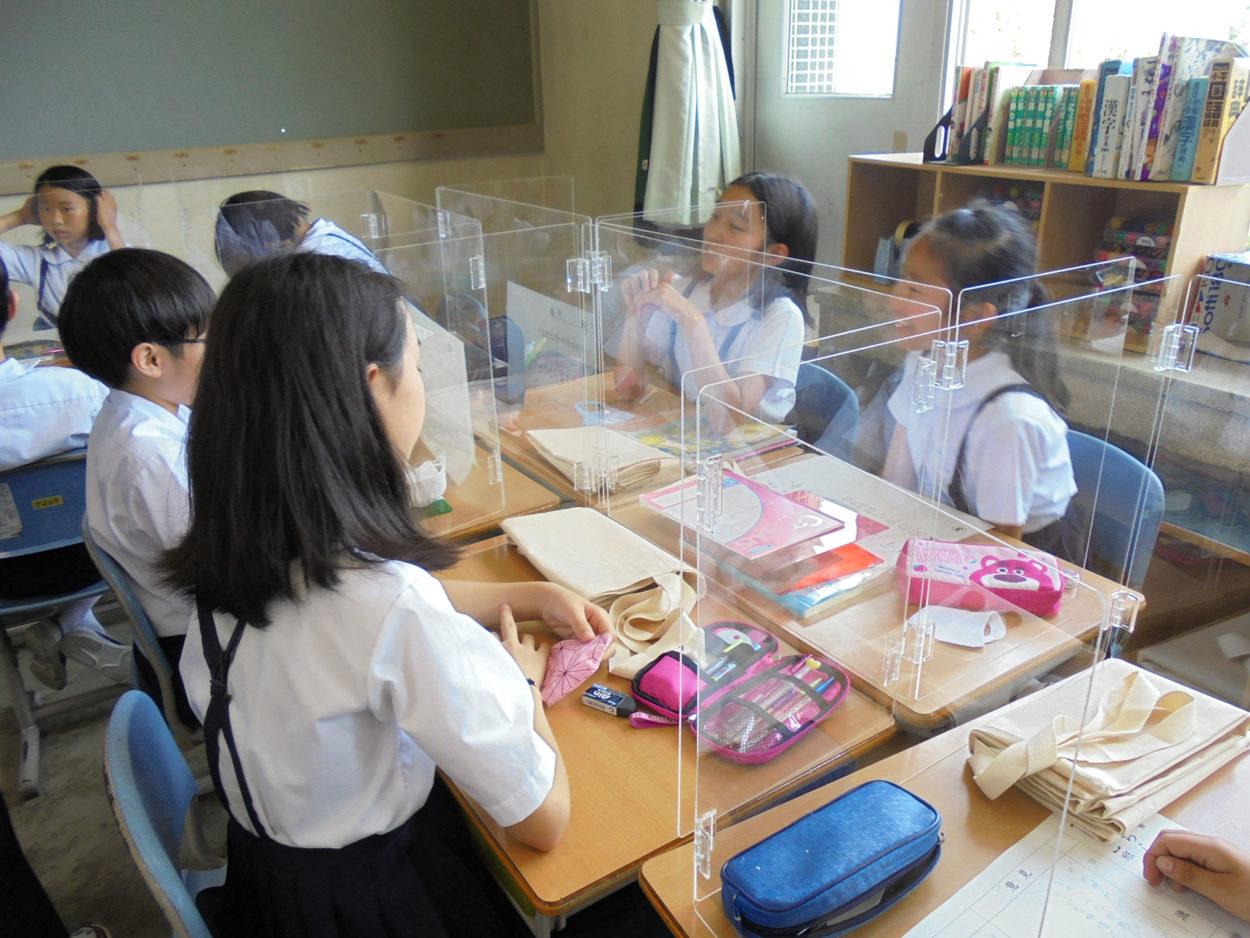 富山大学附属小学校へ飛沫防止パーテーションを寄贈